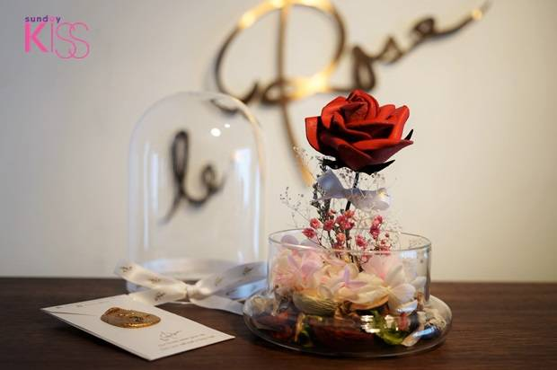 Le Rose Florist - leather roses 3