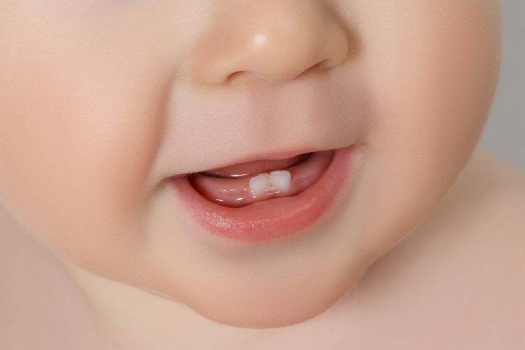 6 個月至 17 個月大兒童不應使用含氟化物的牙膏。