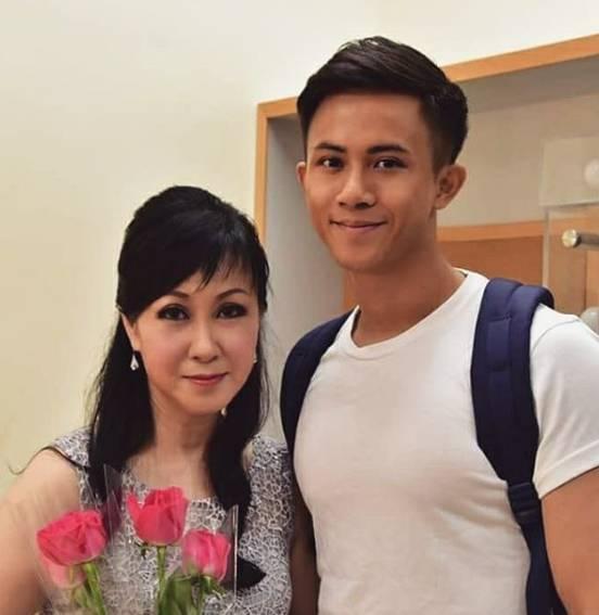 李日昇的媽媽著名粵劇演員傲雪瑩
