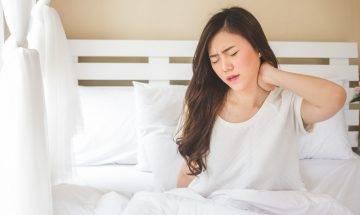 肩頸痛導致晚晚失眠  物理治療師教伸展四式有覺好瞓