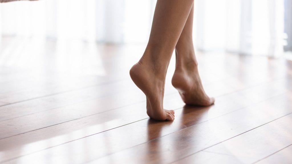 腳跟位置容易乾燥無比,影響儀容。