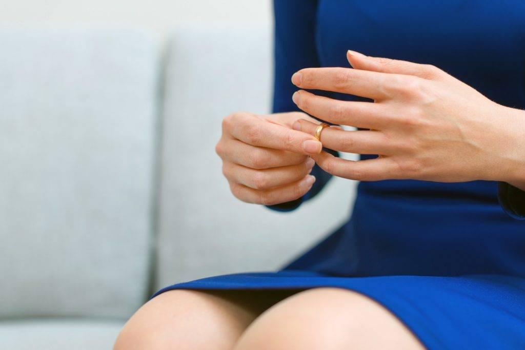 潤滑戒指位置再脫下來。