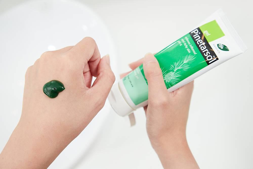 皮得露潔膚凝膏呈綠色,有天然松葉的草本氣味。
