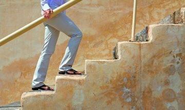 膝關節退化不是老人限定 | 退化性關節炎3大常見發病位+4招護膝關節
