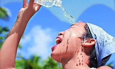 中暑嚴重致肝腎衰竭 6大高危族炎夏避烈日 水不離身