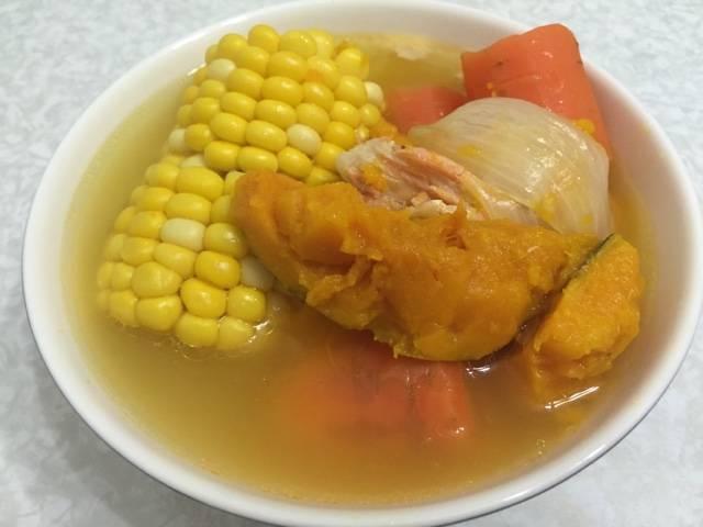 三文魚骨南瓜粟米紅蘿蔔湯