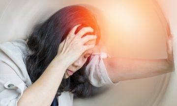 片刻失神腦癇症徵兆 治療不當全身痙攣 五步急救法