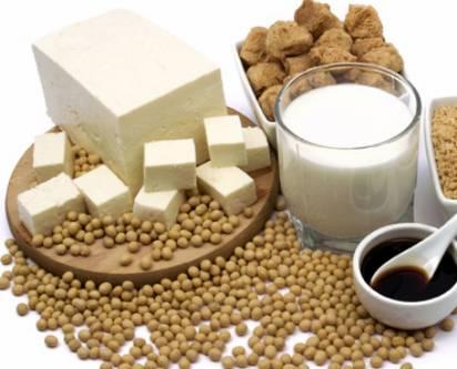 於夏天素食,可選擇含豐富蛋白質的豆類食材,如豆漿及豆腐等,補充身體營養。