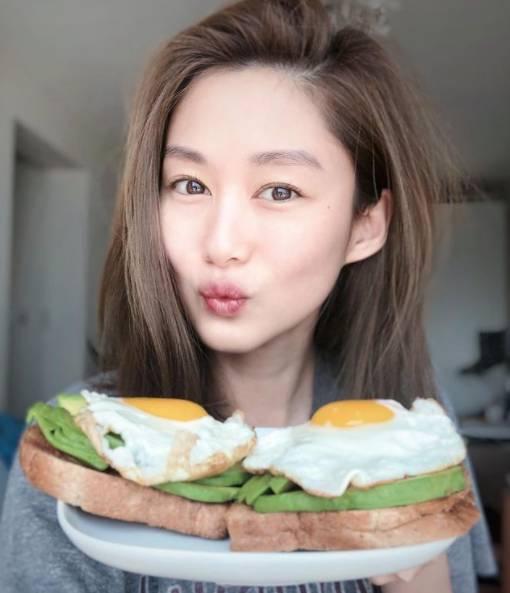 香香選擇牛油果雞蛋三文治作為早餐也非常健康! 圖片來源:岑麗香@IG