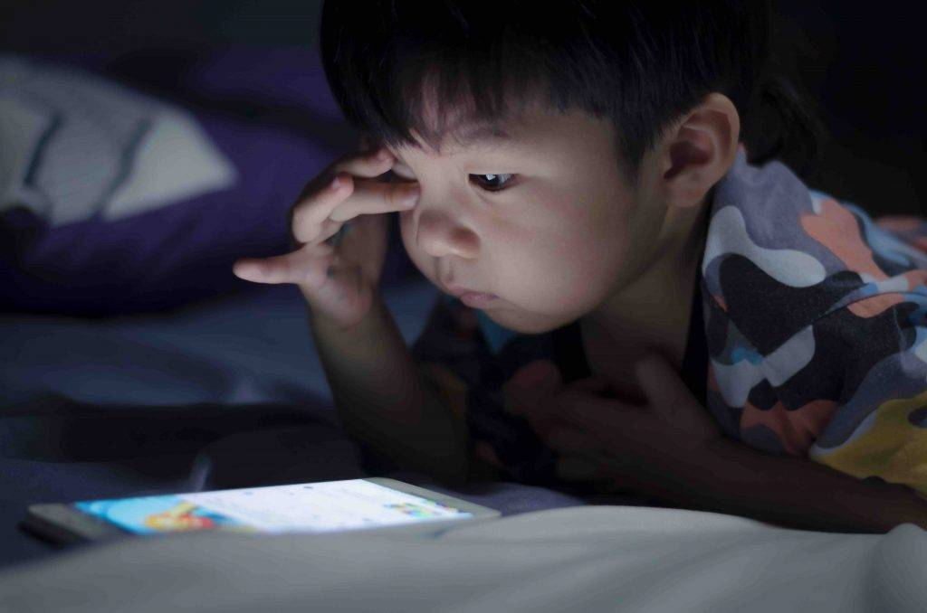星座育兒六:半夜不睡覺 (圖片來源:Shutterstock)
