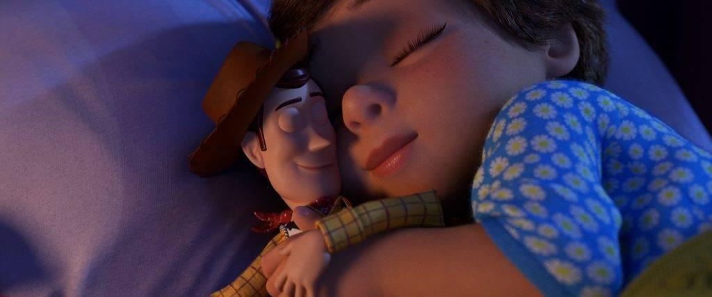 毛公仔同睡助減壓 減少打鼻鼾 (圖片來源:Pixar@Disney)