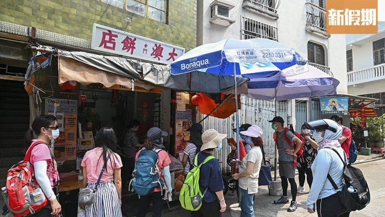 大澳餅店的沙翁深受一眾遊客歡迎,經常大排長龍。