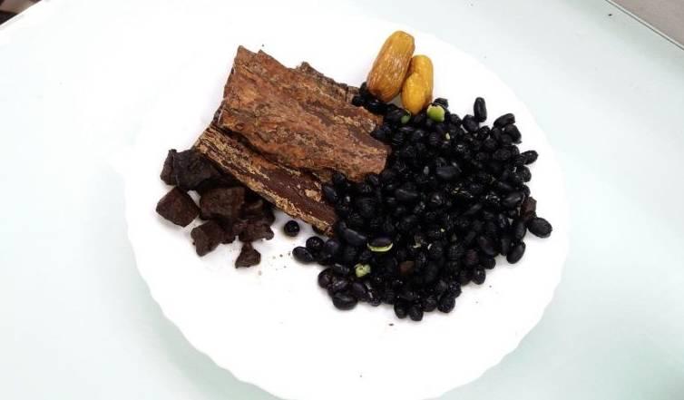 坐月湯水食譜4:杜仲首烏黑豆湯