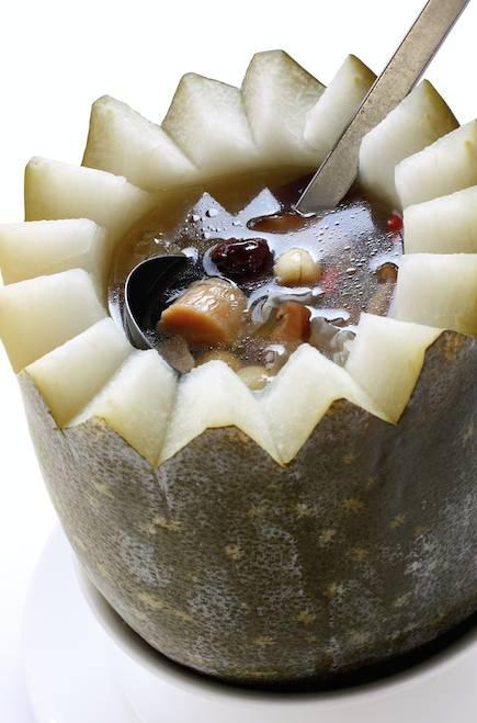 將整個原隻冬瓜燉煮,才能攝取冬瓜的完整營養,應避免下過量調味品。