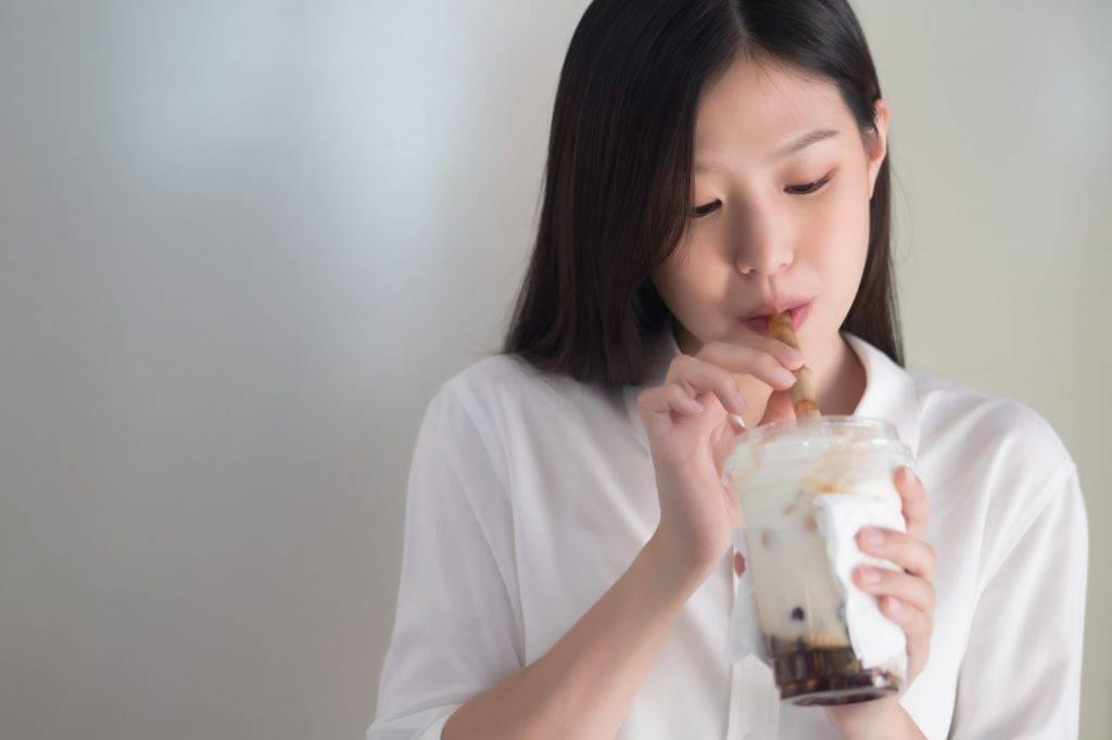 該名女病人透露,自己在高中時的體重才50至60公斤,可是她卻習慣每天都會喝1至2杯含糖飲料,導致體重因而直線上升。