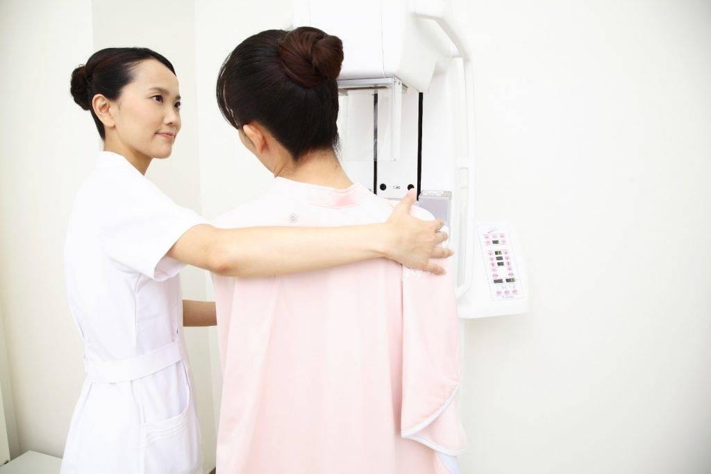 洪醫生隨即發覺其病情出現異常,於是讓她盡快到一般外科進行乳房攝影。