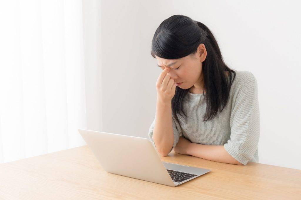 使用電腦時記得多眨眼、用眼每一小時休息10分鐘。