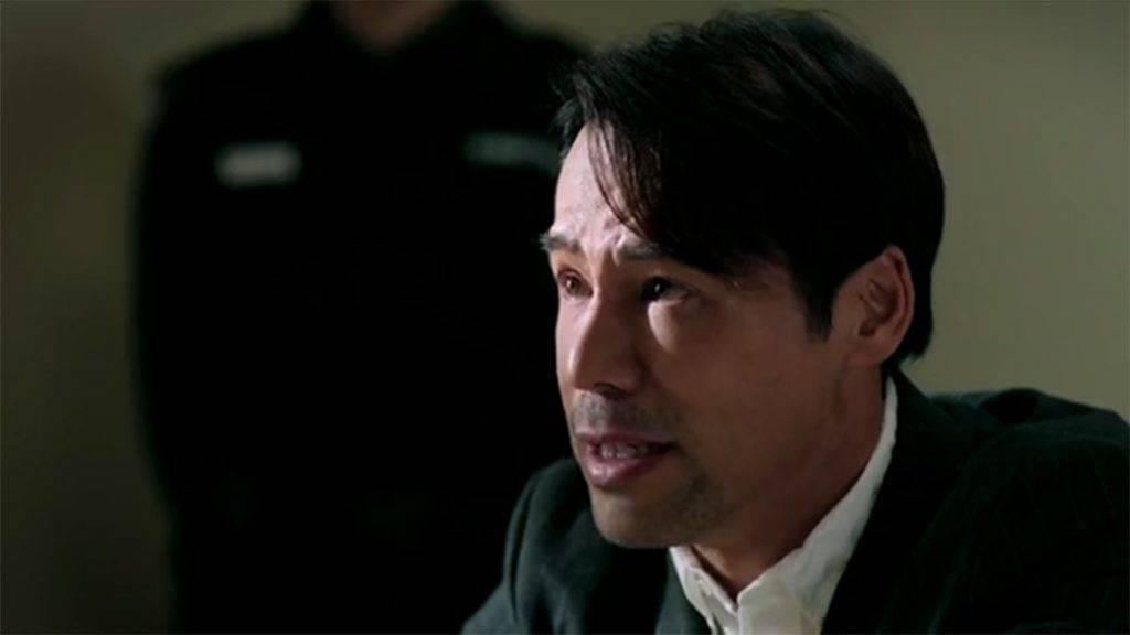 徐榮飾演的游泳教練許日東,十多年前被盲俠師傅主控入獄,十多年後真相浮現,案中有案,盲俠決定為他翻案!