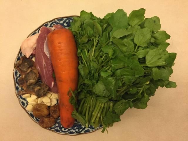西洋菜湯水食譜3:西洋菜陳腎南北杏煲豬腱湯