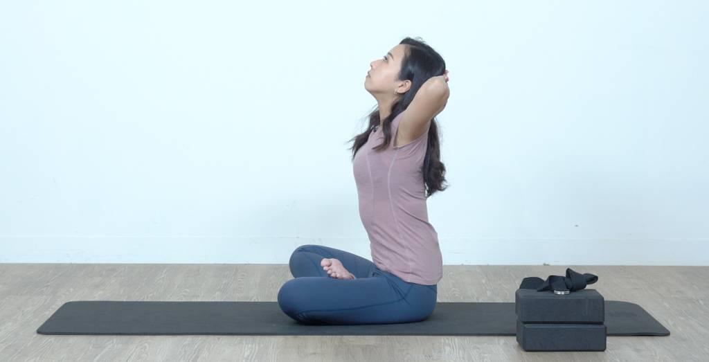 緊記不要翹起屁股或是拗腰,尾骨要保持拉低。