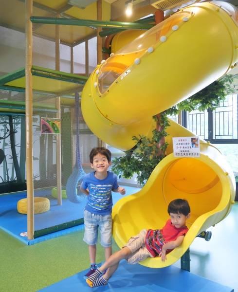 螺旋型大滑梯