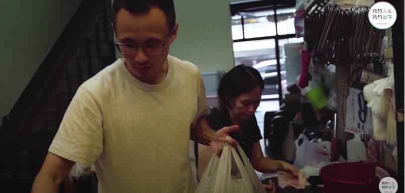 兒子逆境自強做老闆養家(「CMoney 我的人生我的選擇」影片截圖)