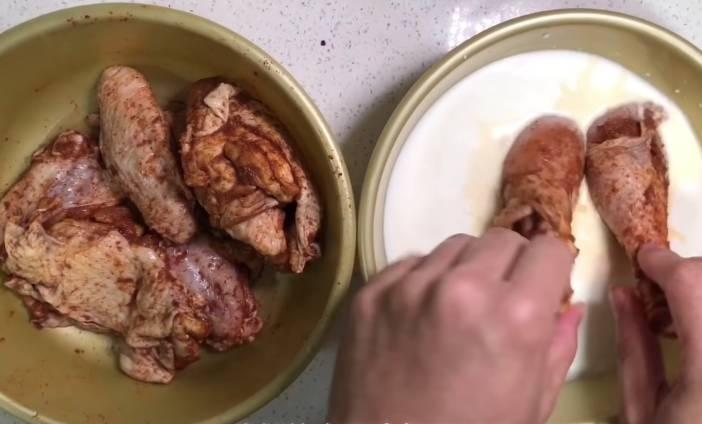 將所有雞件浸於Buttermilk。