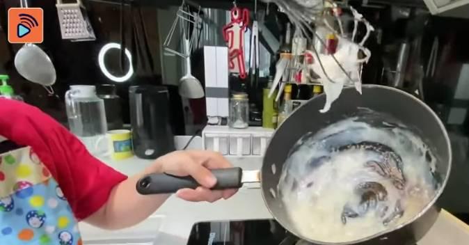 見到煮到沒有粉粒,可以改做細火
