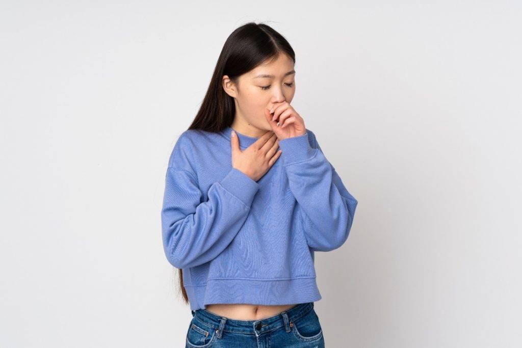 病情較輕微者或只有「 咳 」的徵狀,即持續咳嗽,可能在晚間或運動後出現。