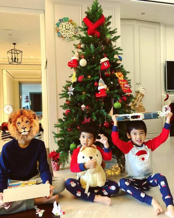 上年聖誕,客廳放了一整棵聖誕樹。(圖片來源:陳若儀@IG)