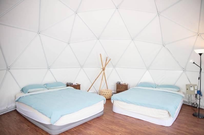配備空調、冷熱水淋浴及獨立衛生間。(圖片來源:Saiyuen Camping & Adventure Park 西園 特色露營歷奇樂園)