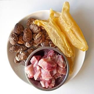 家常菜食譜1.花膠冬菇炆排骨