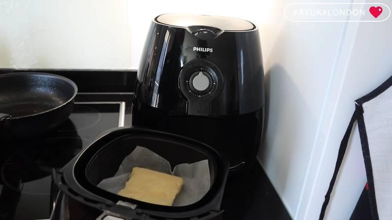 將麵包放入氣炸鍋,氣炸180度,六分鐘。