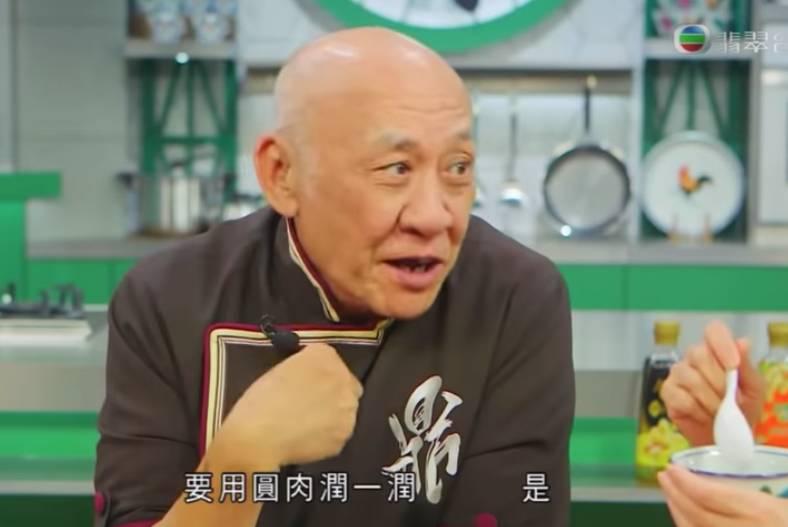 鼎爺教大家烹調食材著重平衡,所以要加玉竹中和一下。(TVB節目《阿爺廚房》電視截圖)
