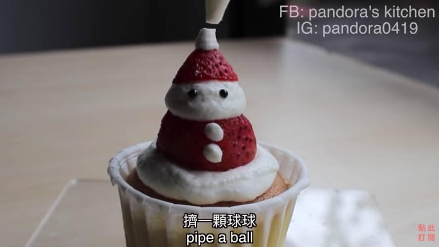完成聖誕老人的帽子與聖誕樹裝飾!