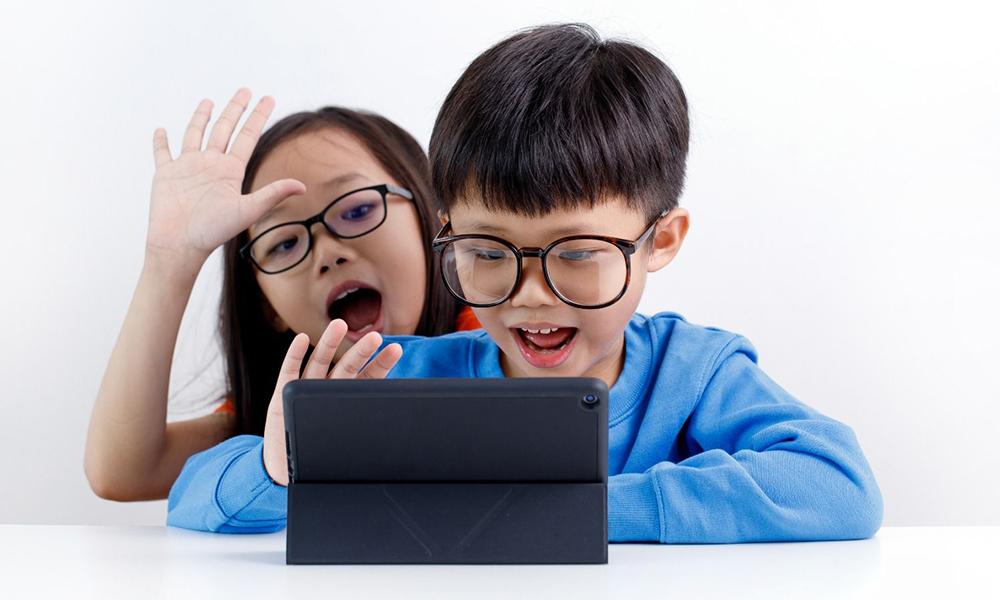 不少幼童也要用智能電子器材來上Zoom課堂。