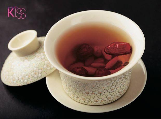 轉骨湯在台灣其實相當流行,又稱長高湯,聲稱能讓小孩發育為成人後有更好的體格。 圖片來源:新傳媒資料庫