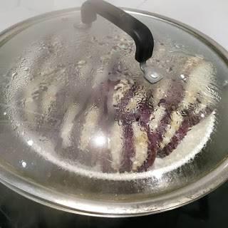蒸完後先清碟上水份。