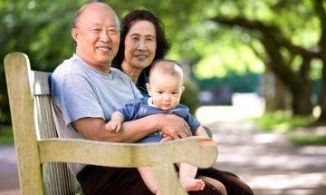 53歲高齡產婦為「有後」堅持生二胎 7年後養不起反要求女兒養育弟弟