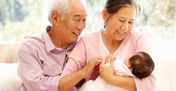 湊孫本來是一件開心的事,不過夫婦二人條件的確有點刻薄,讓姨媽覺得難過。(Shutterstock)