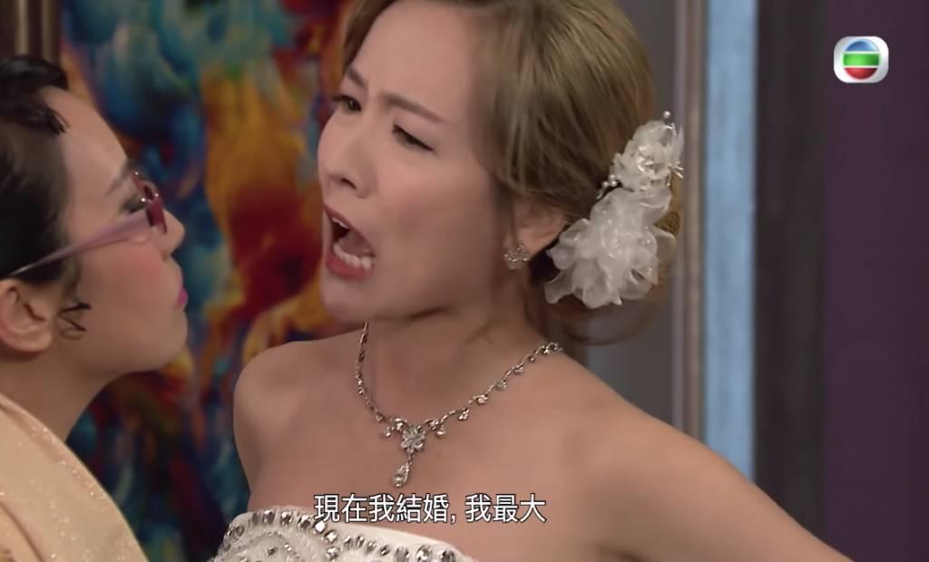 新娘捧閨密踩老公死黨(TVB劇集《愛回家之開心速遞》電視截圖)