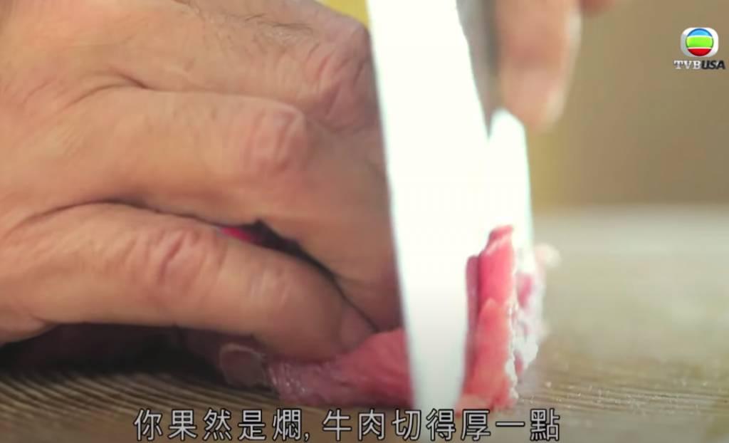牛肉切厚片,陳皮切絲,豆豉切碎。