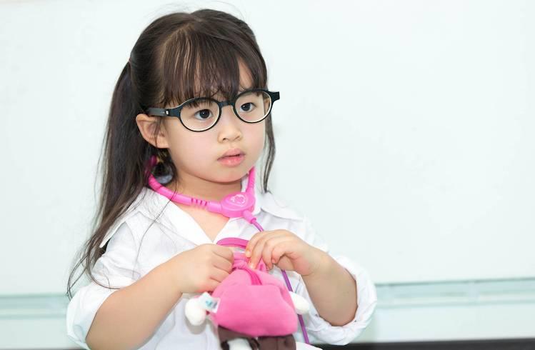 女兒天生散光要戴眼鏡