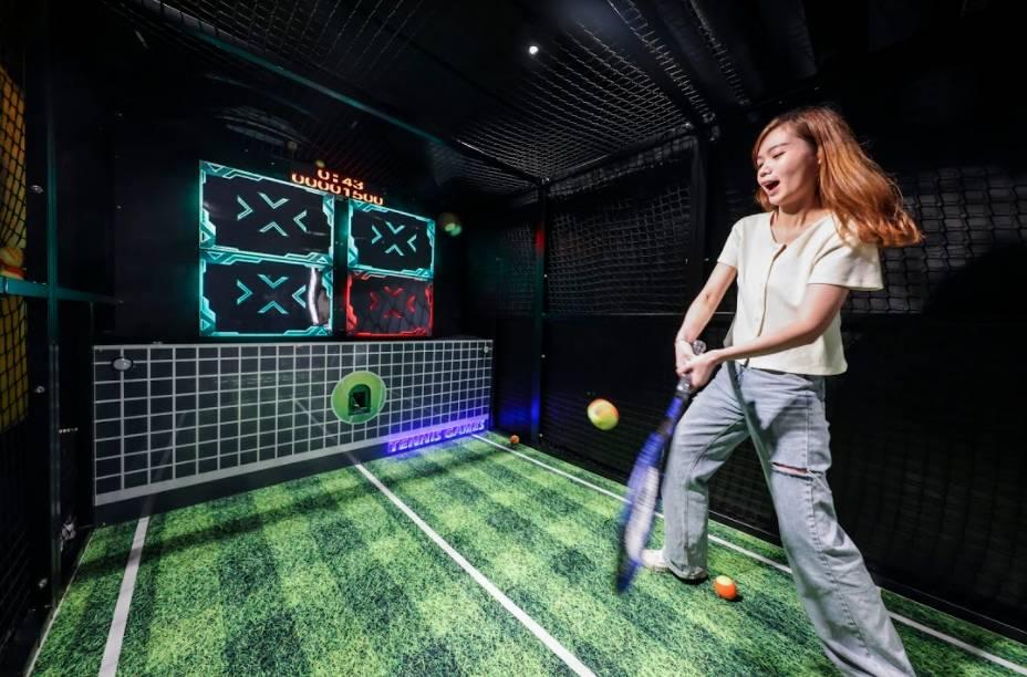 瘋狂擊球手自問反應和運動神經超卓的你又怎可錯過「瘋狂擊球手」?網球會自動從機器飛出,玩家需要揮動球拍將網球撃中顏色燈板,即可得分!