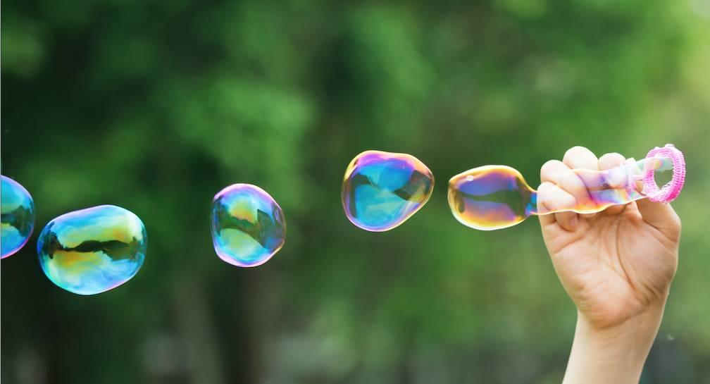 女童拒借吹泡泡機畀B女被斥(非當事人)