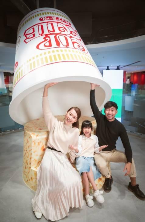 高達3米的「大杯麵」重現安藤百福先生研發此家傳戶曉的食品時所運用的創意及逆向思維