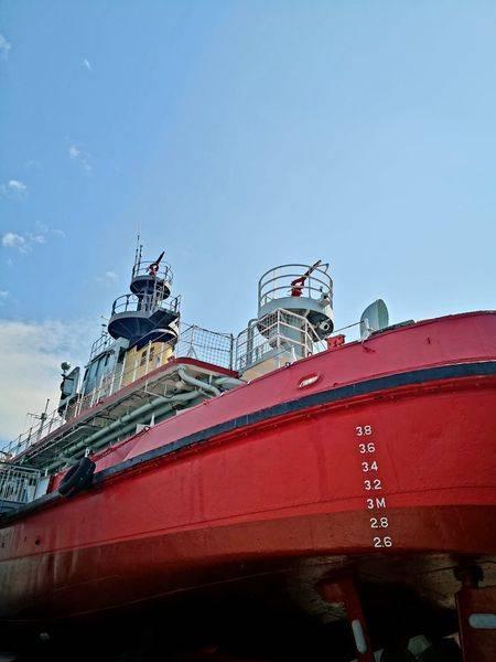 其實是一艘香港消防處滅火輪隊的旗艦,曾參與無數船舶和沿岸重大火警的撲救工作和海上救援任務。