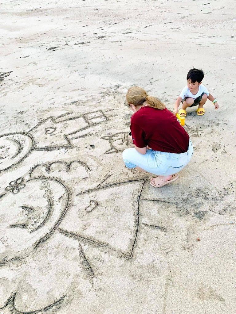 籮箕灣位於大嶼山南部,沙好幼、人好少、風景好(圖片來源:芝麻媽媽chima_mama)