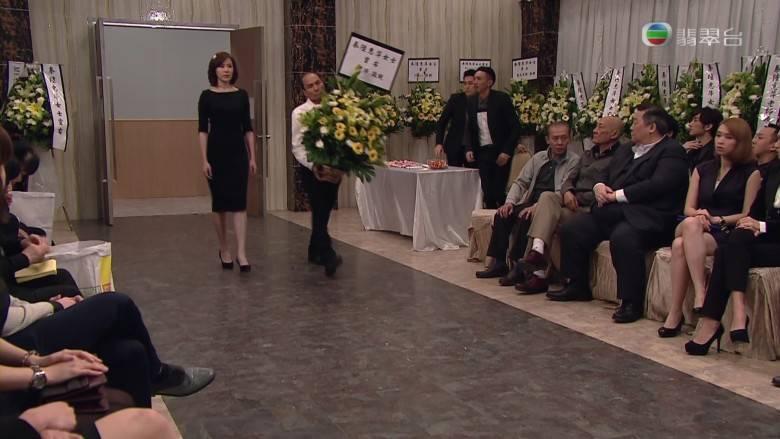 戲精上身搞假葬禮終極報復(TVB劇集《幕後玩家》電視截圖)