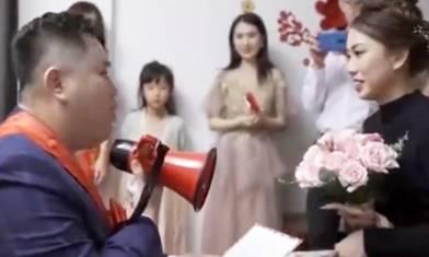 結婚時新郎被伴娘逼讀愛的誓詞 當眾撕稿怒斥「嫁唔嫁?」新娘尷尬